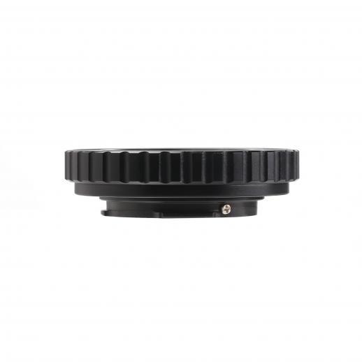 C Monte as lentes no adaptador de montagem de câmera Pentax Q